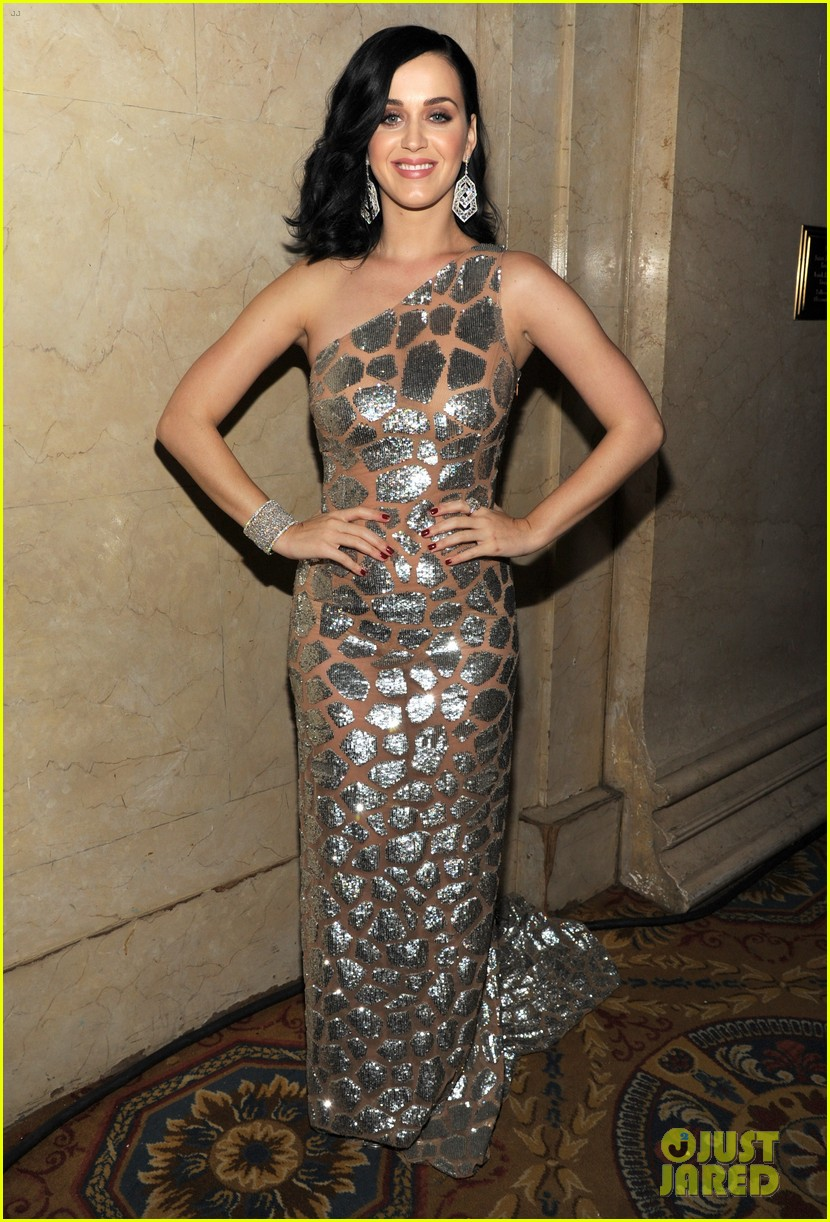 katy perry unicef snowflake ball 2013 performer 033004890