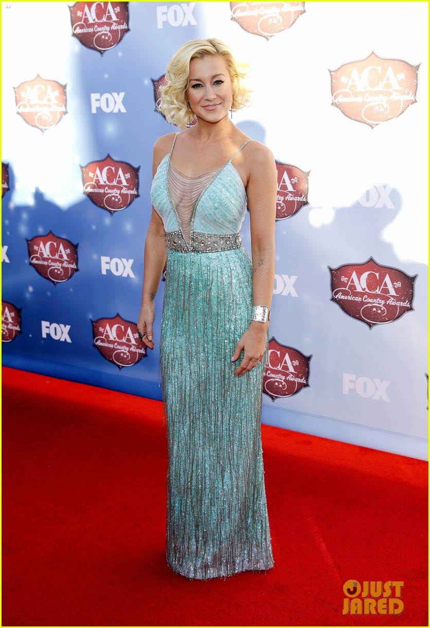kellie pickler lauren alaina acas 2013 red carpet 03
