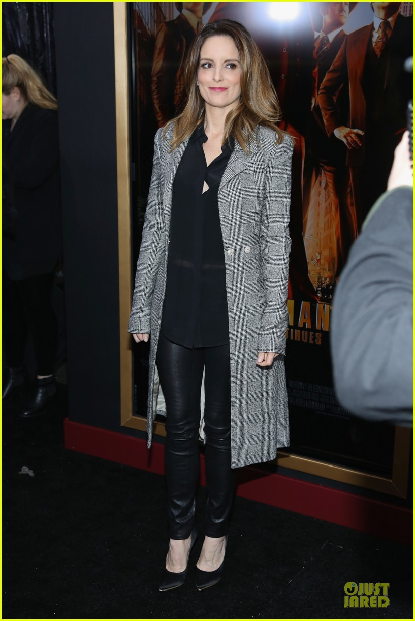 amy poehler tina fey anchorman 2 nyc premiere 03