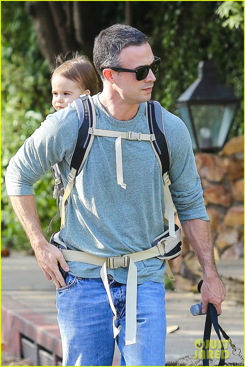 freddie prinze jr walks the dog with son rocky 02