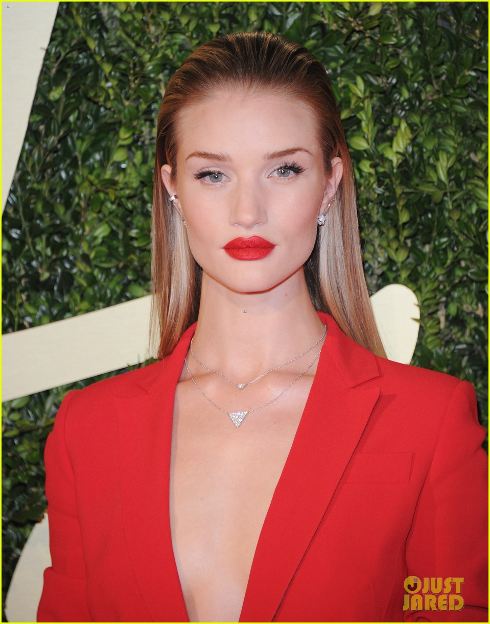 rosie huntington whiteley british fashion awards 2013 04