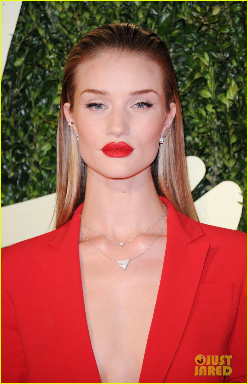 rosie huntington whiteley british fashion awards 2013 063003546