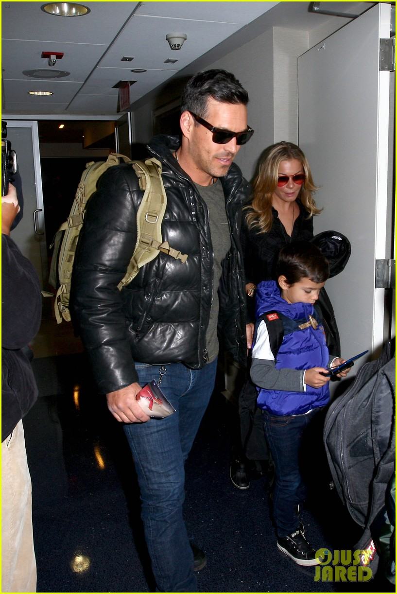 leann rimes eddie cibrian take off for snowboarding vacation 04