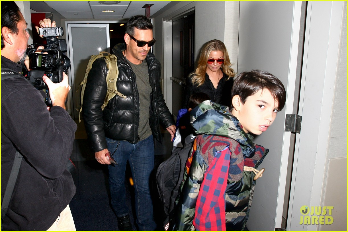 leann rimes eddie cibrian take off for snowboarding vacation 083019896