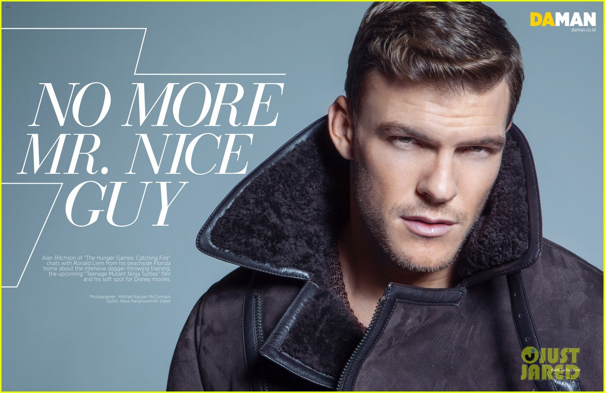 alan ritchson bares ripped shirtless body for da man magazine 06