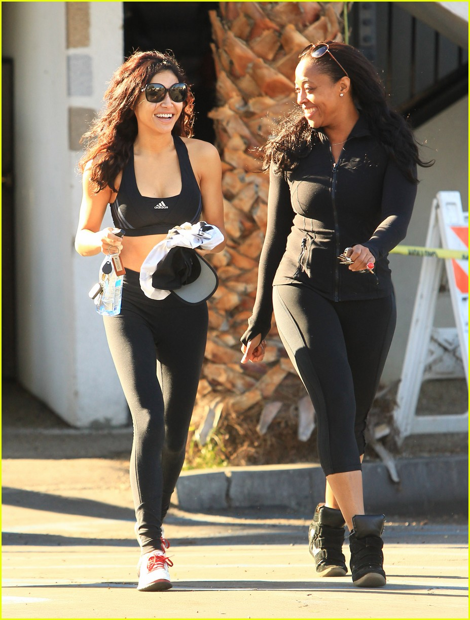 naya rivera bares toned tummy for gym workout 083008783