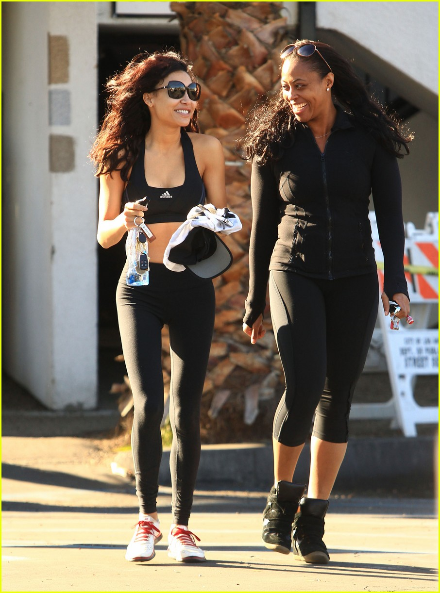naya rivera bares toned tummy for gym workout 11