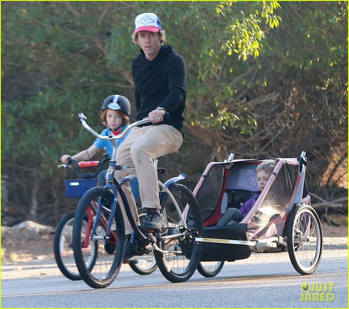 julia roberts family bike ride with the kids 123016438
