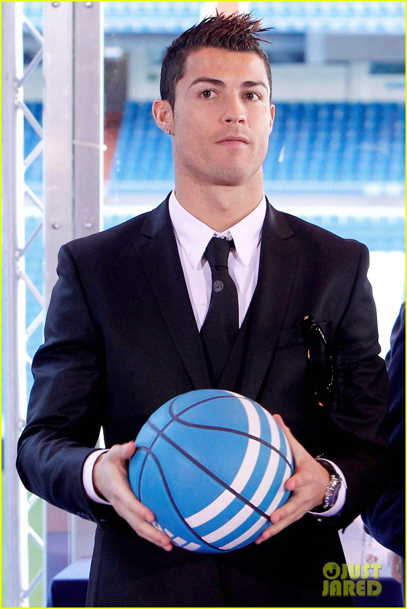 cristiano ronaldo one toy one hope charity event 06