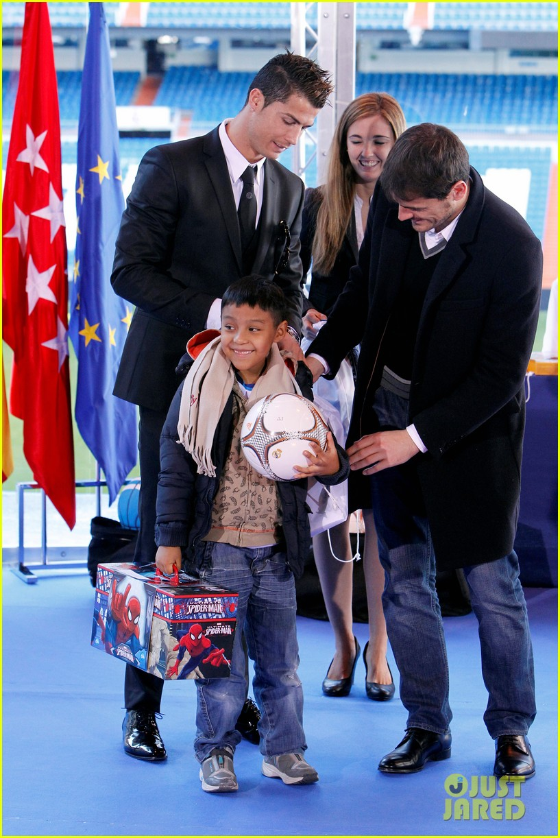 cristiano ronaldo one toy one hope charity event 07