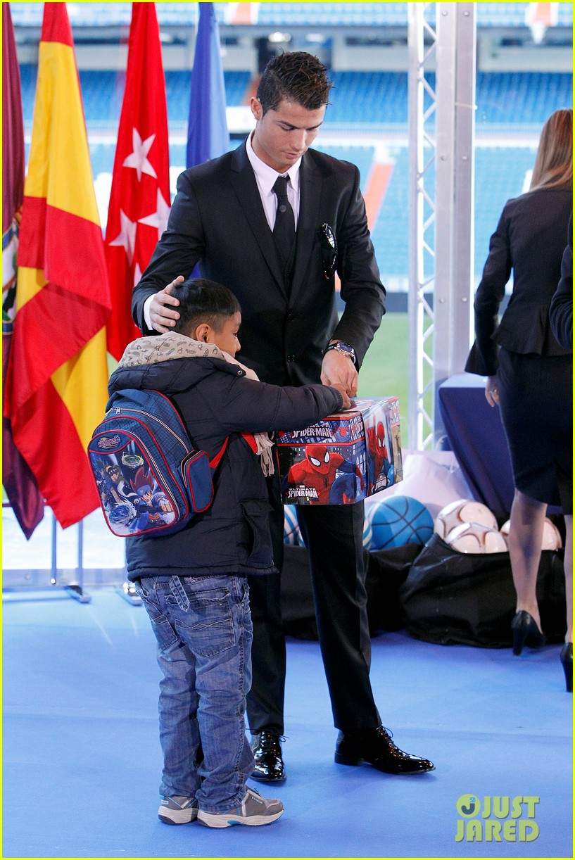 cristiano ronaldo one toy one hope charity event 083013578