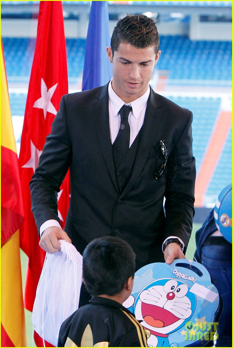 cristiano ronaldo one toy one hope charity event 093013579