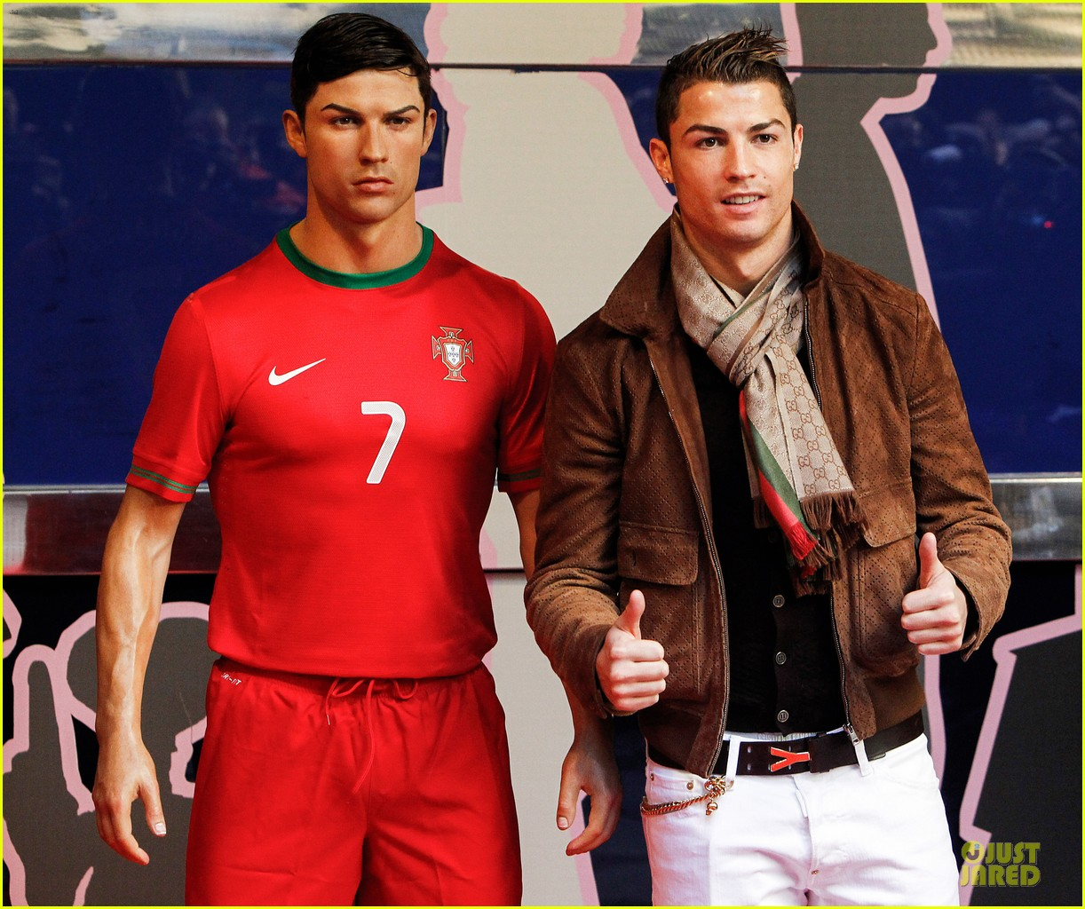 cristiano ronaldo wax figure unveiling in madrid 04