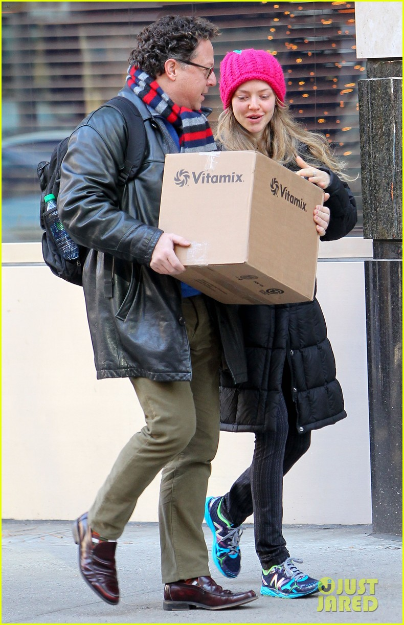 amanda seyfried monday morning dog walk with finn 16