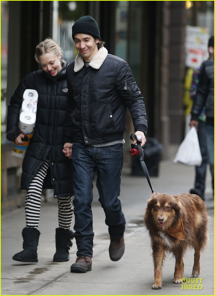 amanda seyfried wrap week with toilet paper 013015539