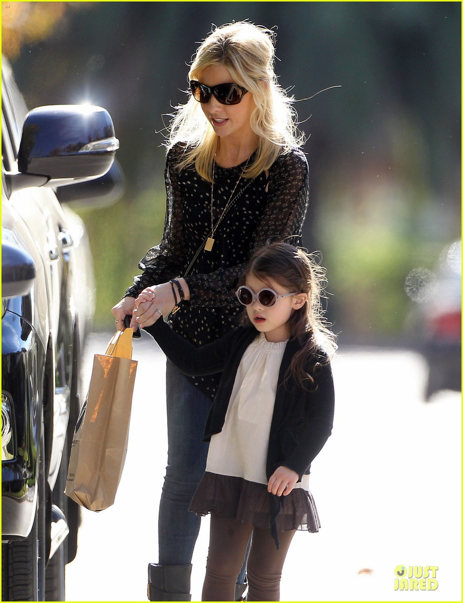 sarah michelle gellar mommy me class with charlotte 103019042