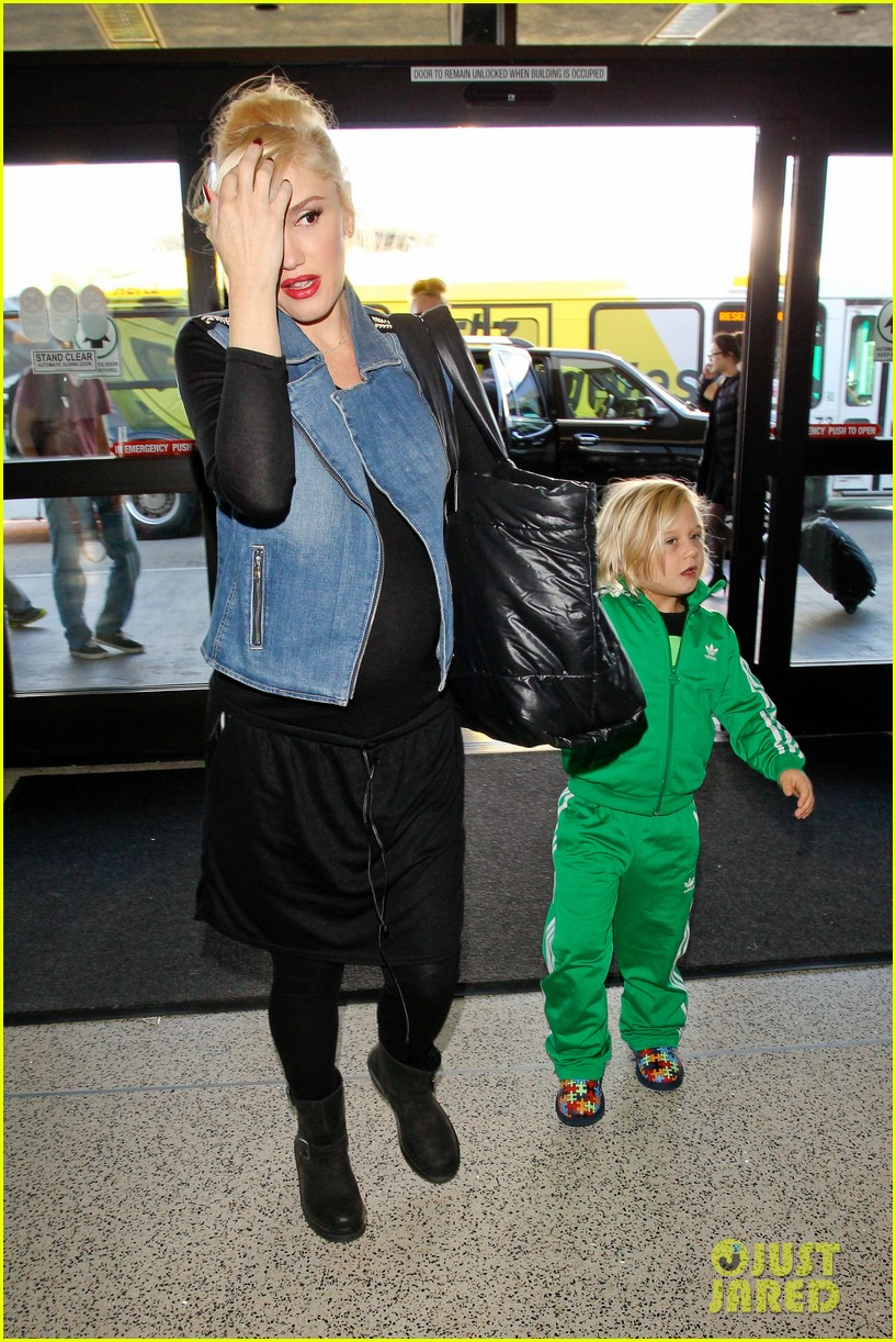 gwen stefanis sons kingston zuma wear matching green track suits 04