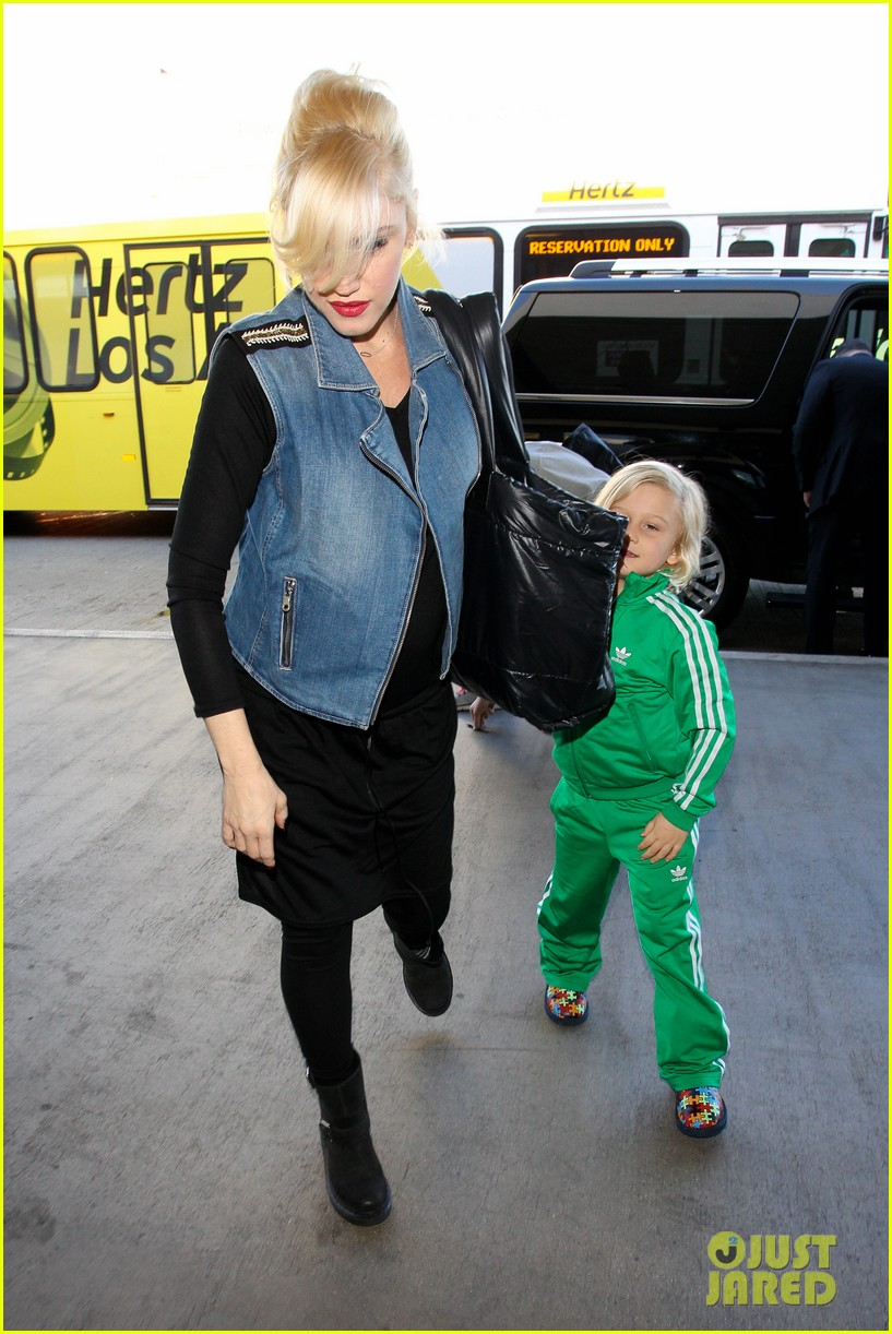 gwen stefanis sons kingston zuma wear matching green track suits 09