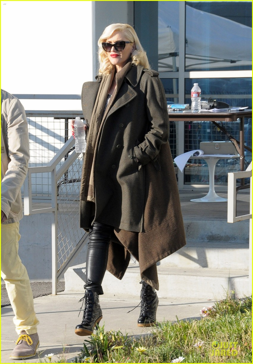gwen stefani hides baby bump with wool coat 143015734