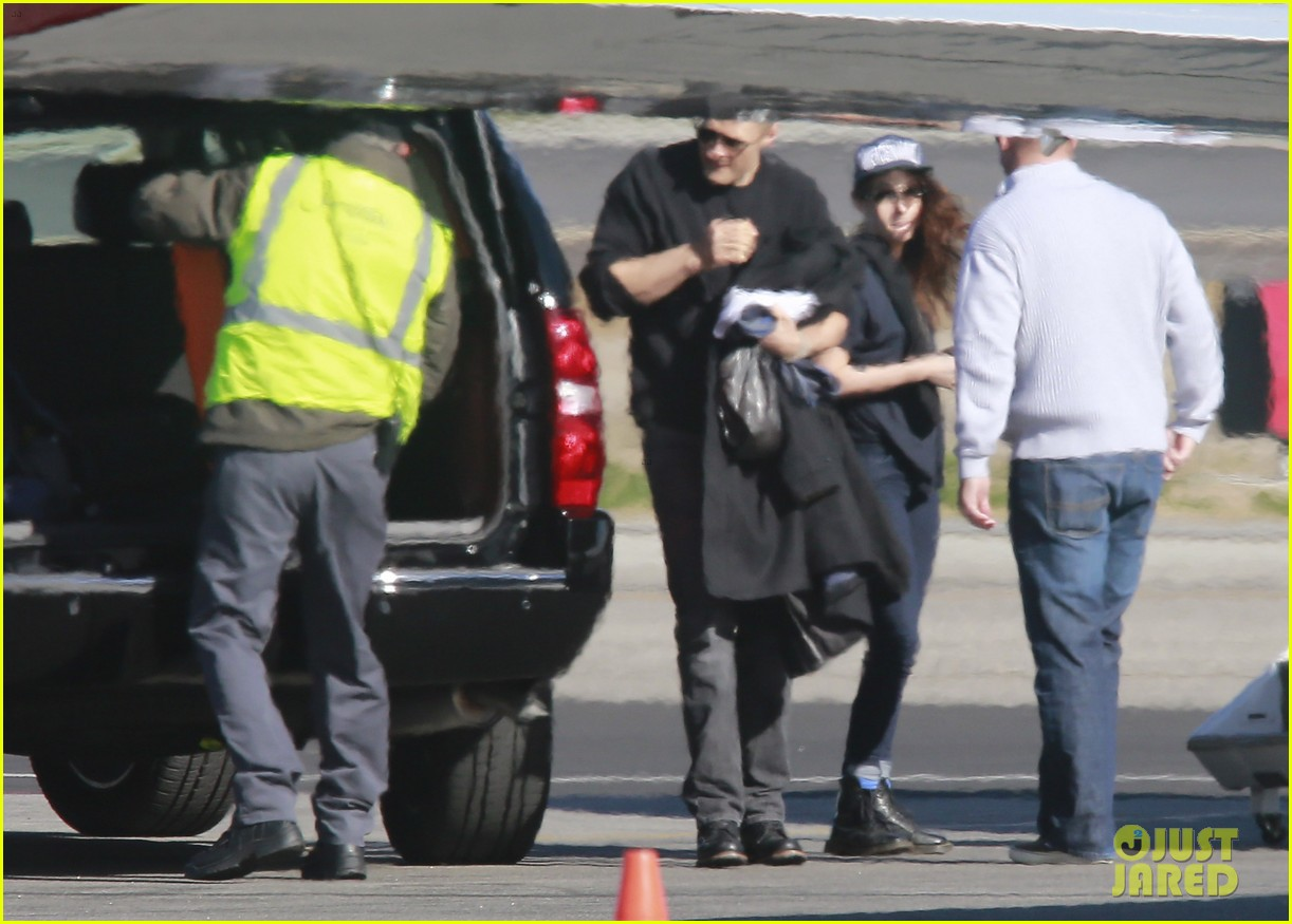 kristen stewart catches a flight out of van nuys airport 073008457