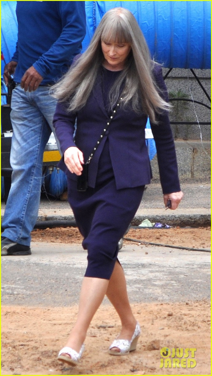 meryl streep wears long gray wig for the giver 03