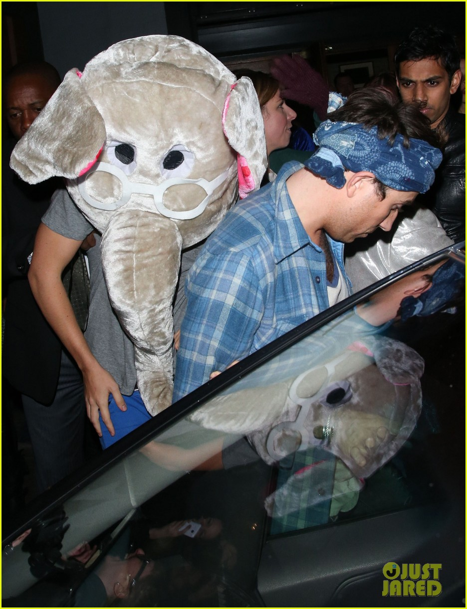 harry styles wears blonde wig elephant head at nightclub 113002904