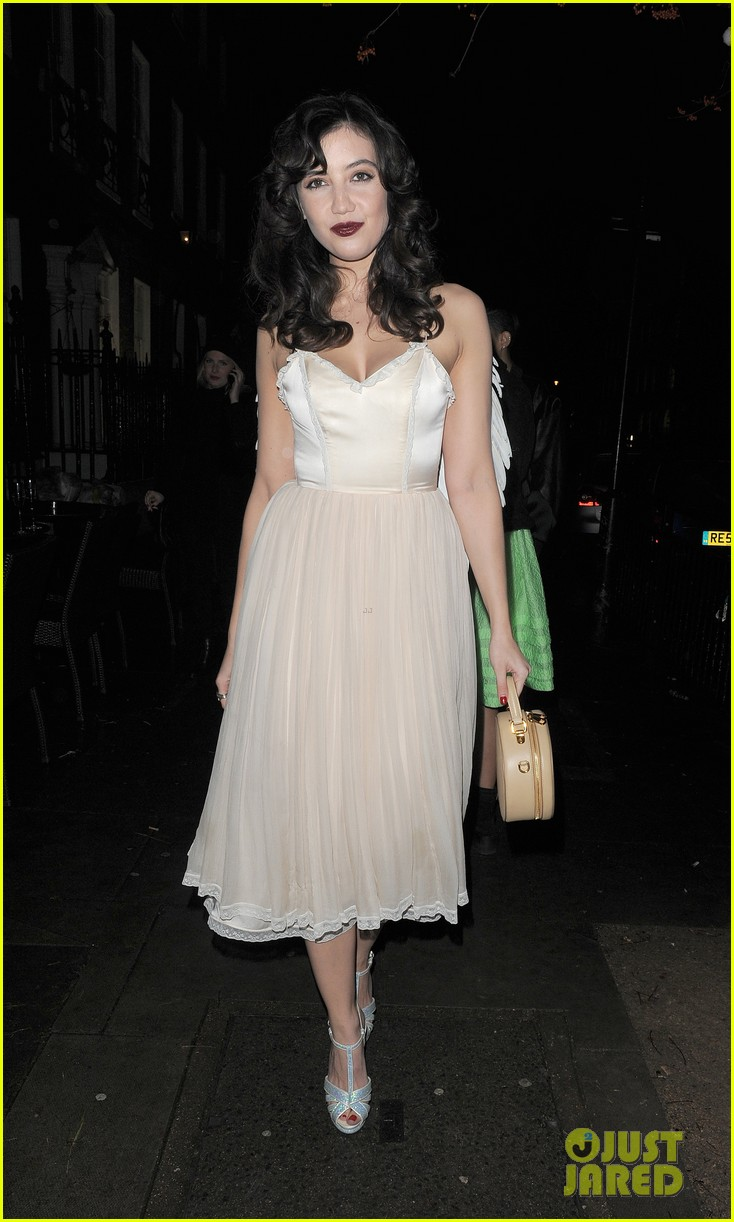 suki waterhouse daisy lowe love magazine holiday party 07