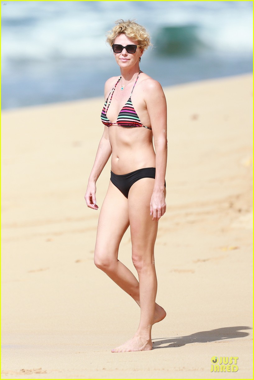charlize theron colorful hawaiian bikini babe 06