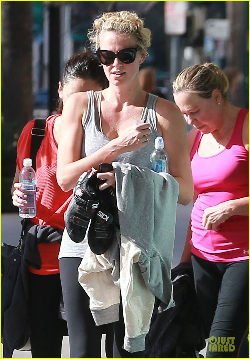 charlize theron workout after nelson mandela memorial 023012458