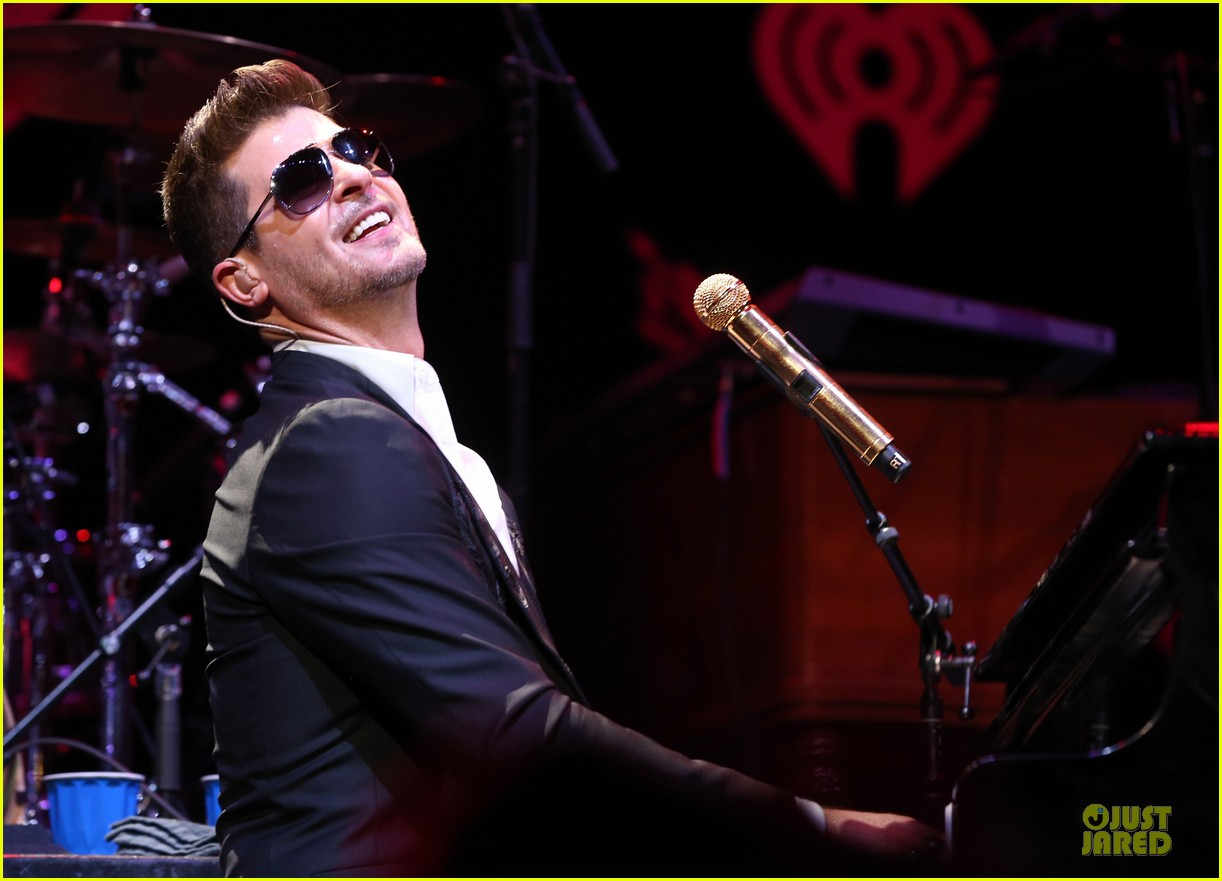 robin thicke enrique iglesias 1061 kiss fm jingle ball 103003870