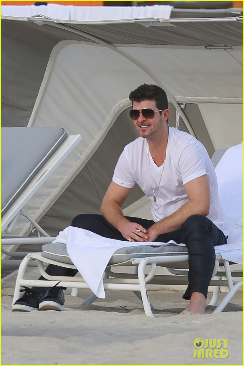 robin thicke supports the hrc love conquers hate campaign 04