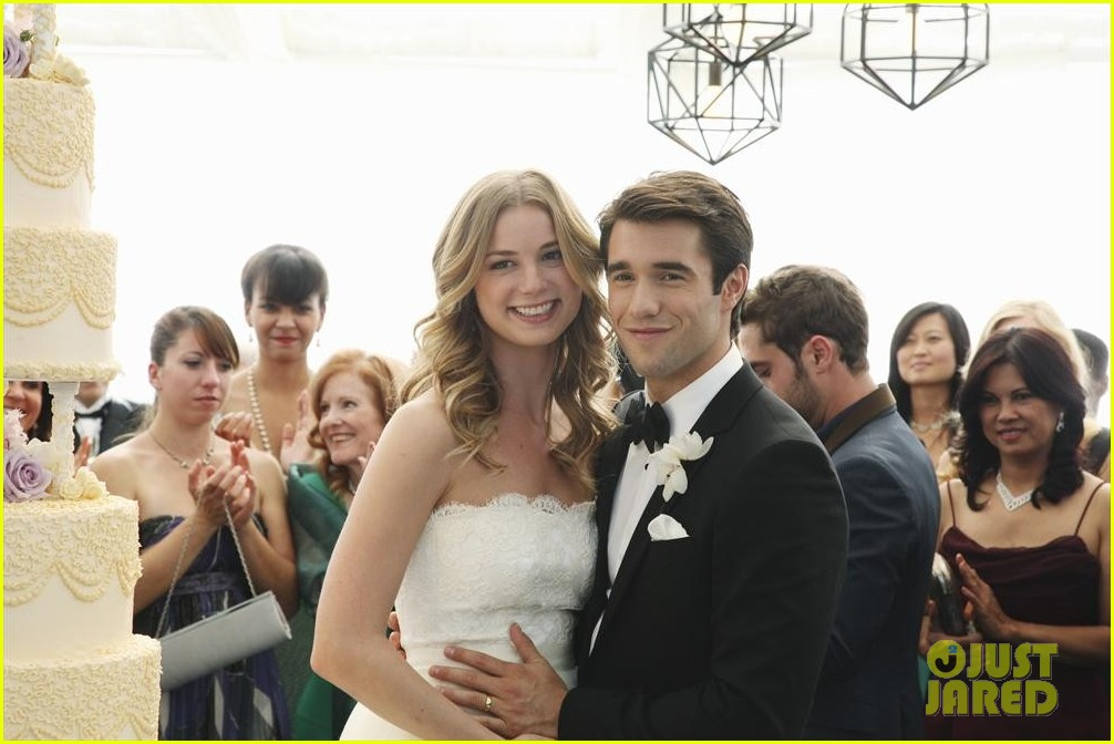 emily vancamp josh bowman revenge wedding pics 02