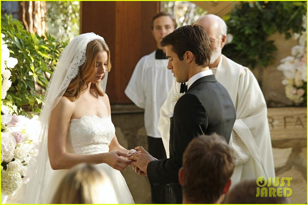 emily vancamp josh bowman revenge wedding pics 063005508