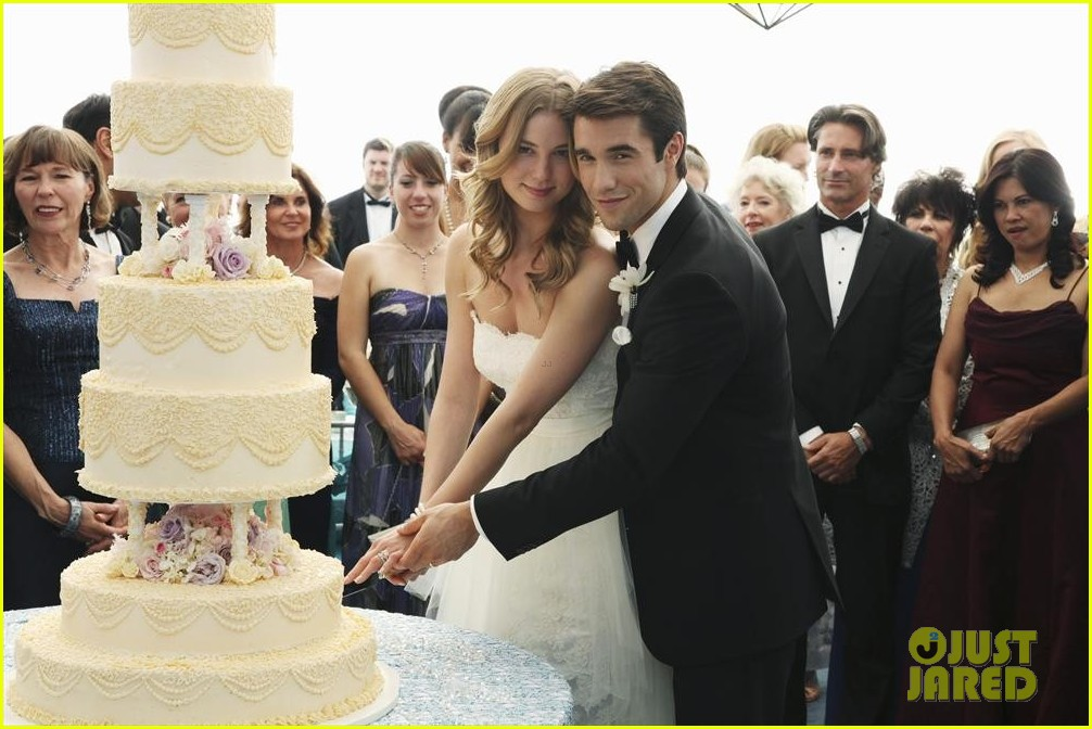 emily vancamp josh bowman revenge wedding pics 09