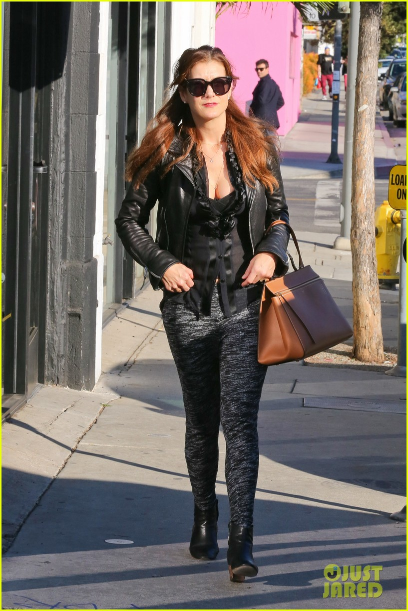 kate walsh shops for holiday presents on melrose 13