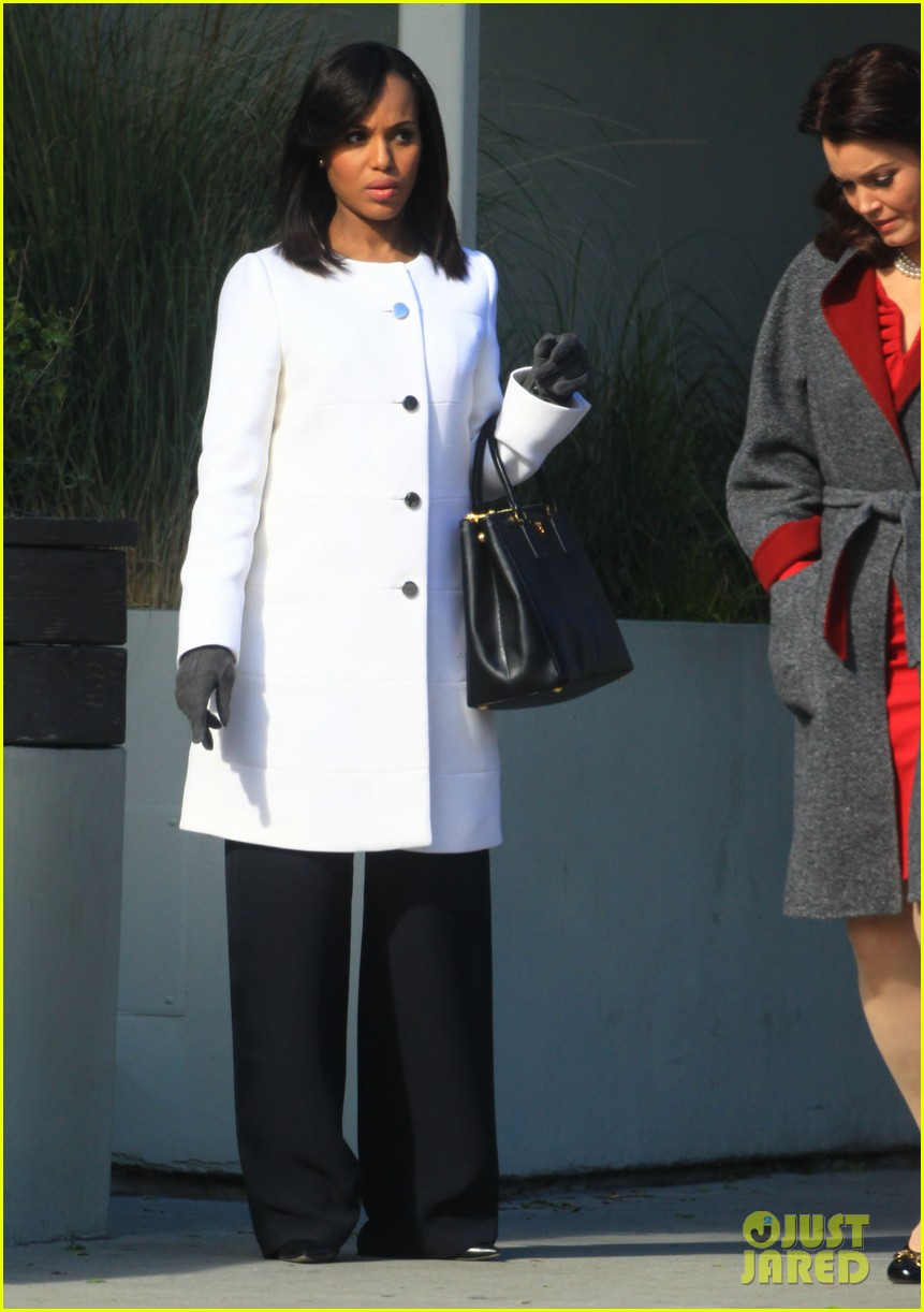 kerry washington bellamy young side by side for scandal filming 153008965