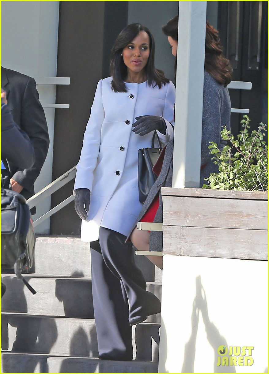 kerry washington bellamy young side by side for scandal filming 20