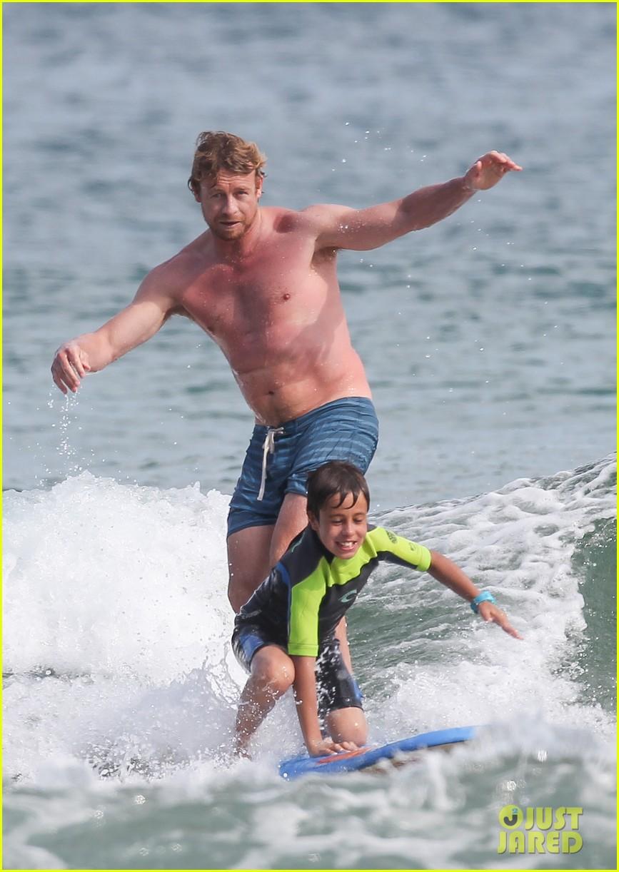 naomi watts sunbathes liev schreiber swims shirtless 23