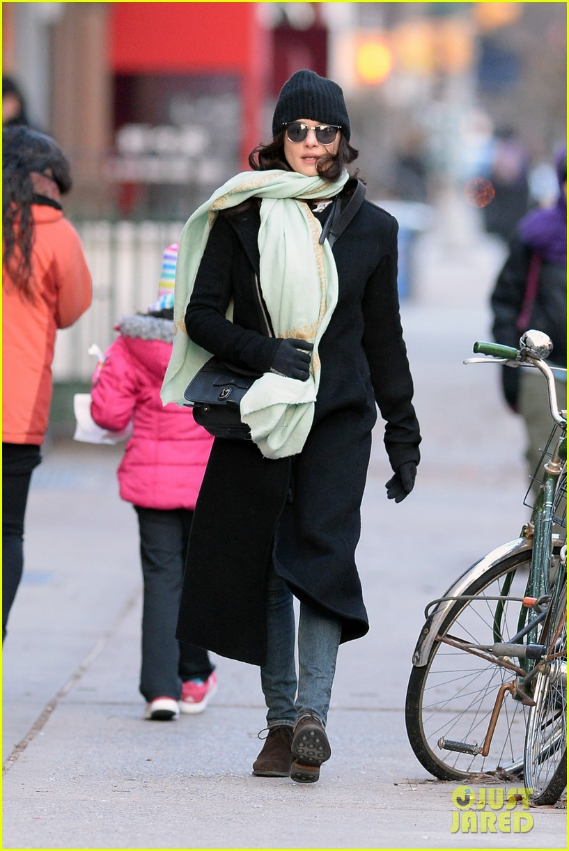 rachel weisz snaps iphone pictures in frigid nyc morning 053011343