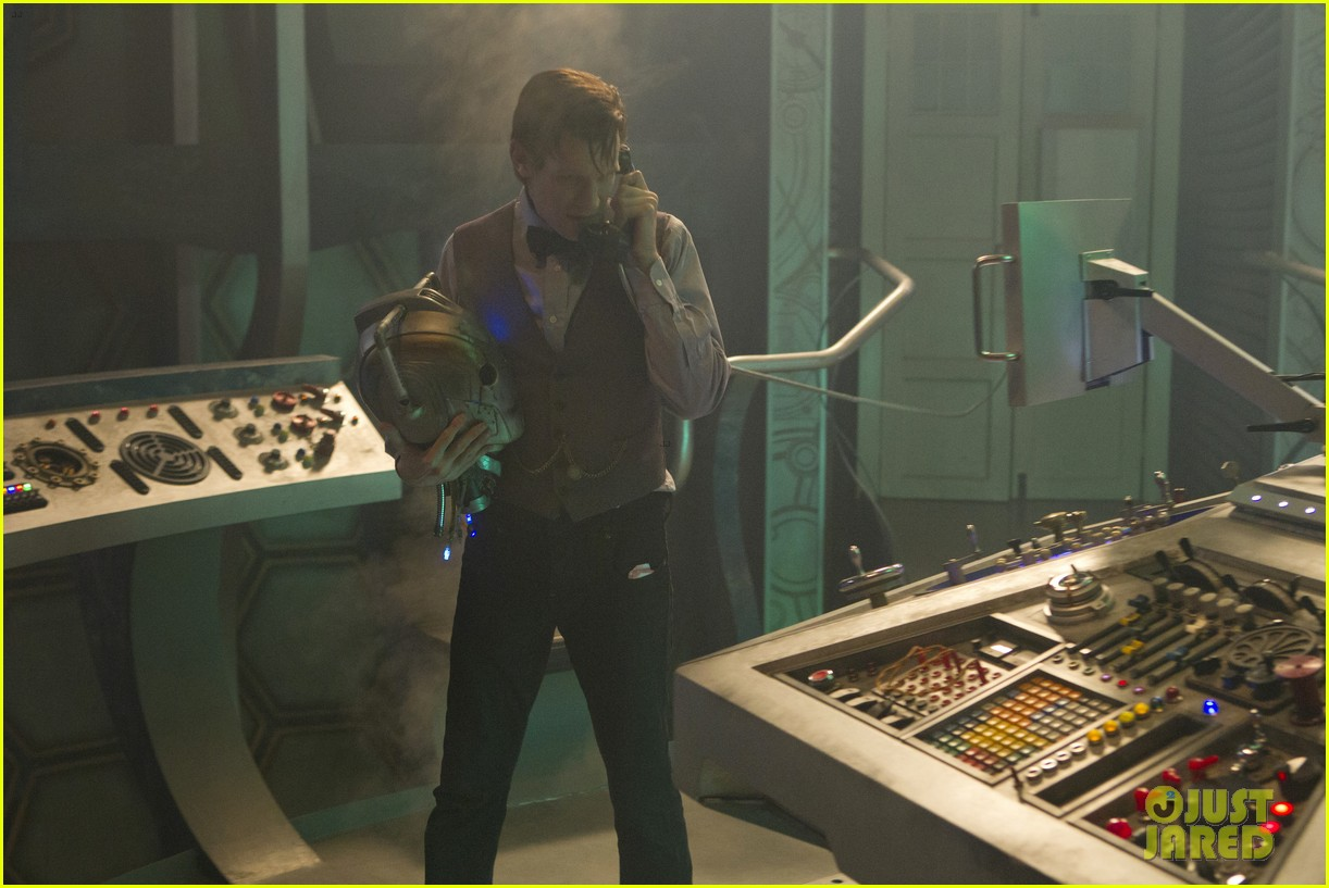 matt smith doctor who christmas special stills posters 06