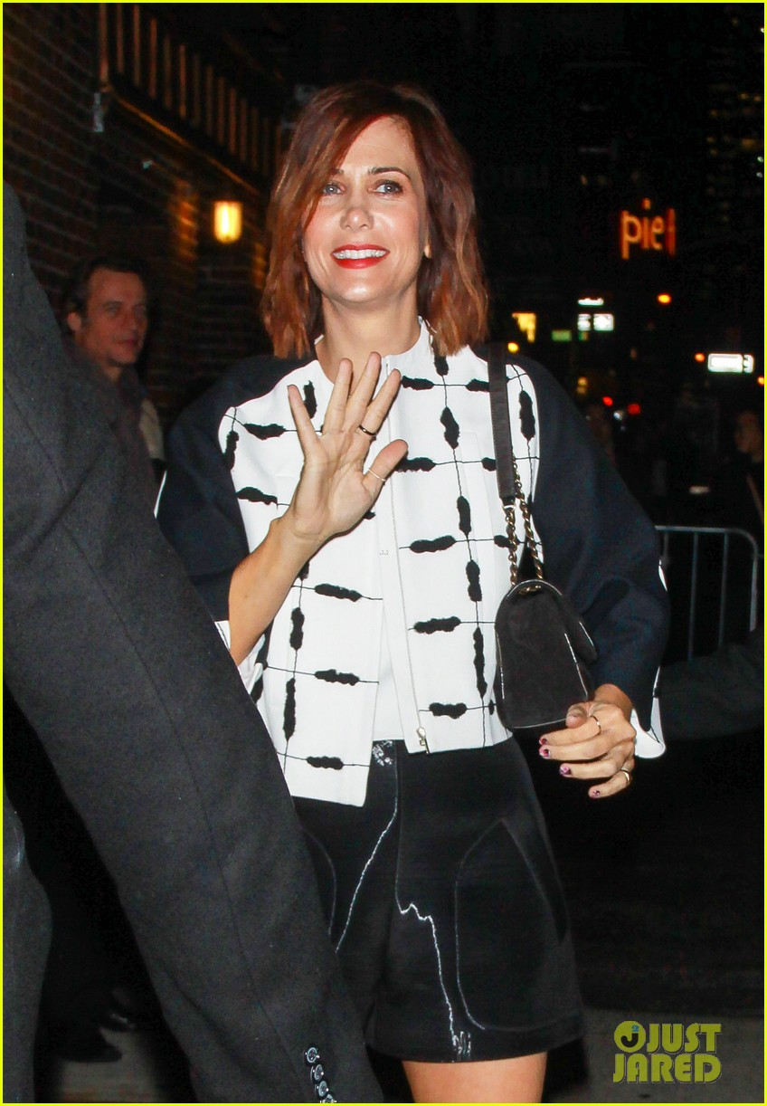 kristen wiig promotes walter mitty on david letterman 033015332