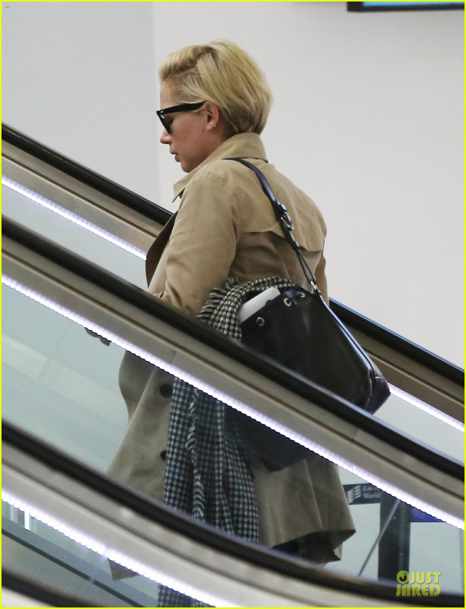 michelle williams departs lax for cold nyc 03