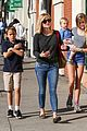 reese witherspoon friday errands lunch with the kids 09