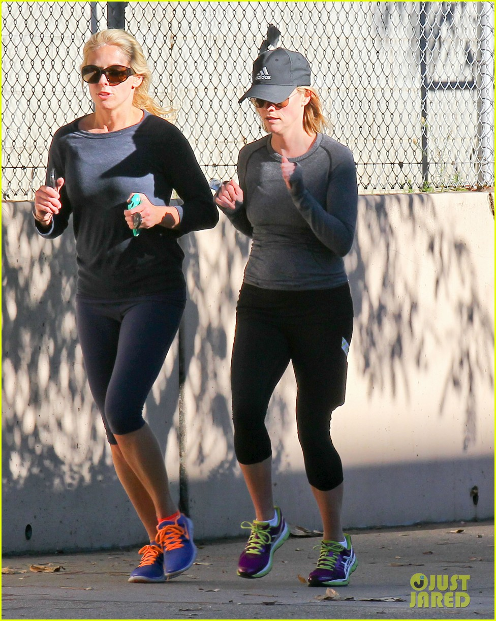 reese witherspoon morning jog after paris vacation 21