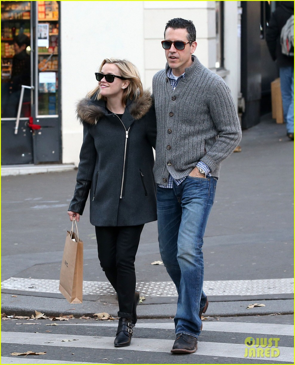 reese witherspoon jim toth go shopping in paris 11