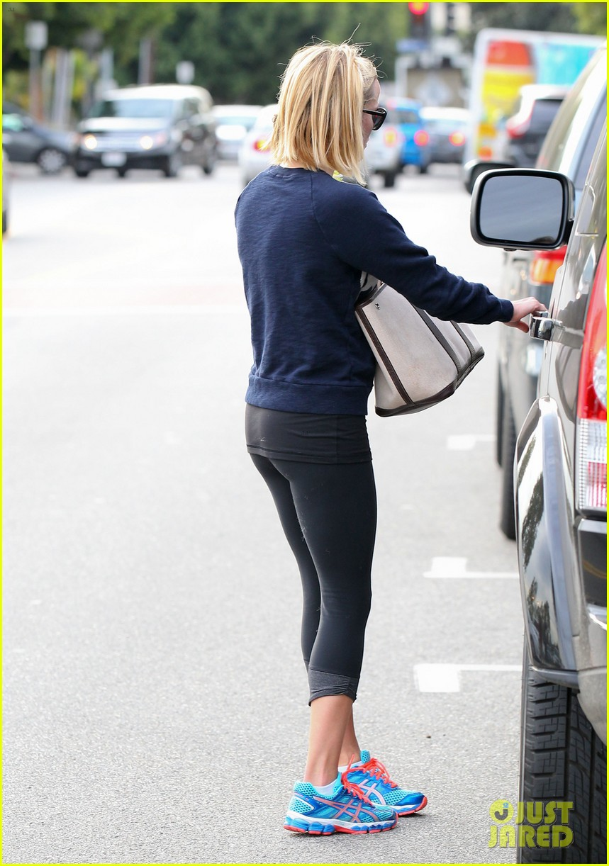 reese witherspoon rocks her skinny jeans while out with tennessee 09