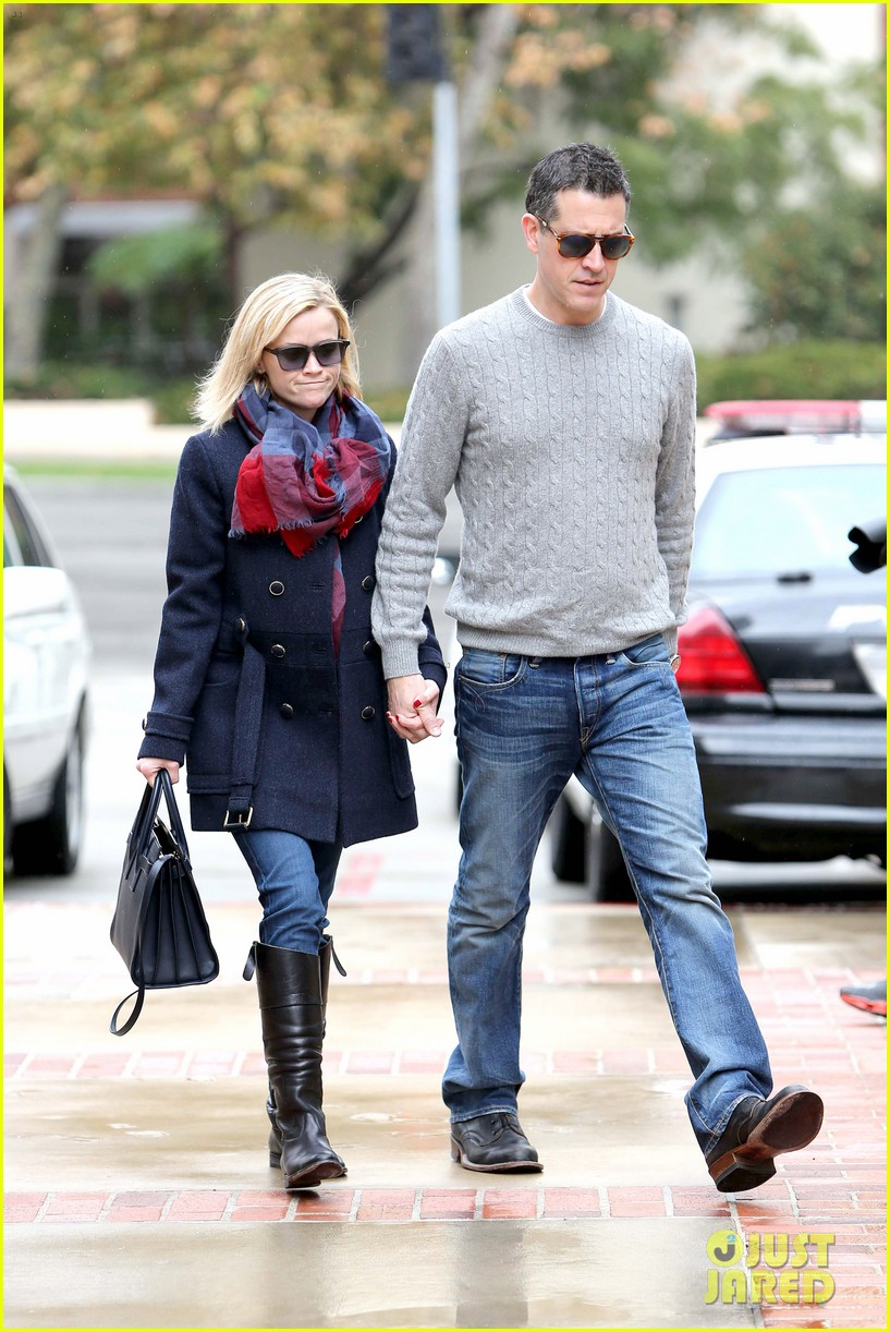 reese witherspoon jim toth hold hands at ucla medical plaza 12