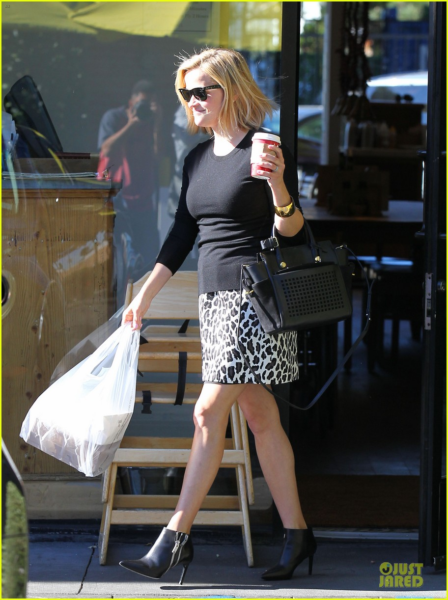 reese witherspoon wild lunch before christmas 09