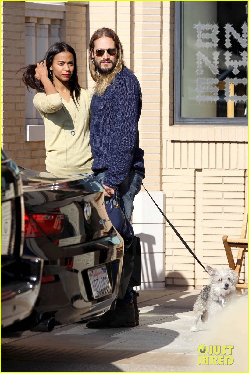 zoe saldana marco perego christmas shopping couple 10
