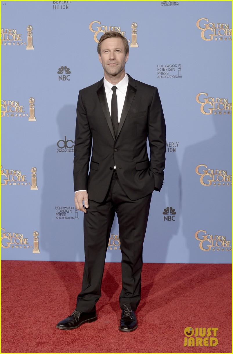 aaron eckhart golden globes 2014 red carpet 02